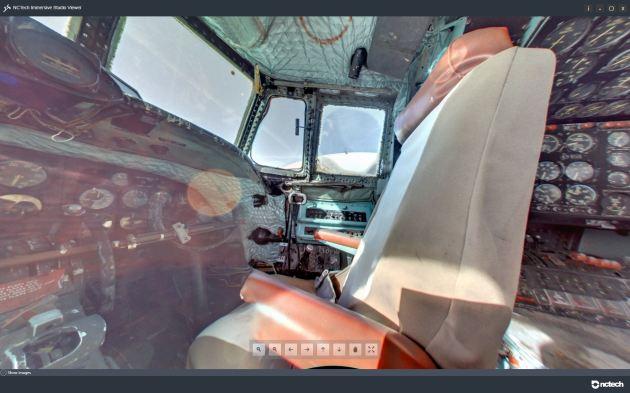 iSTAR_220433_EC_121_Cockpit_Right